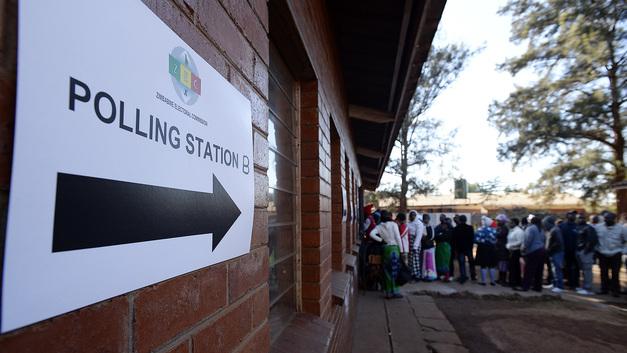 Толпу протестующих после выборов в Зимбабве обстреляли из боевого оружия