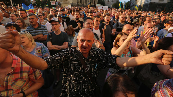 Экс-глава МИД Украины, предрекая развал страны, бросил клич олигархам