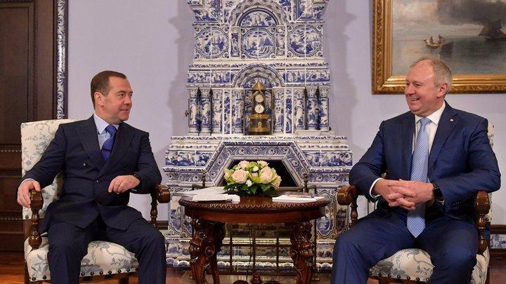 Реже видят: Дмитрий Медведев объяснил, почему проигрывает в популярности белорусскому коллеге