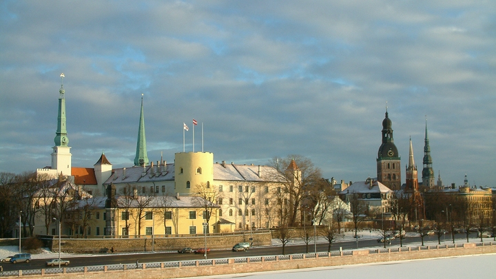 Первый глава дипломатии независимой Латвии пришёл в недоумение из-за поддакивания США и ЕС