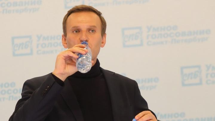 Он должен был умереть ещё в самолёте: Die Zeit назвала того, кто спас Навального