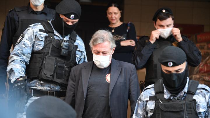 В чём была главная ошибка адвоката Ефремова: Эксперт перечислил промахи Пашаева