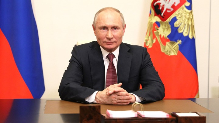 Разговор об отцах вызвал улыбку у Путина