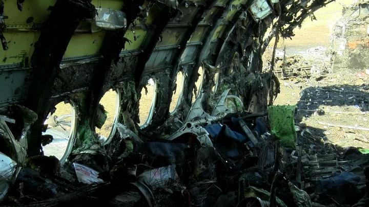 В Шереметьеве нашли глумившихся над посадкой SSJ с огоньком, но отказываются их называть