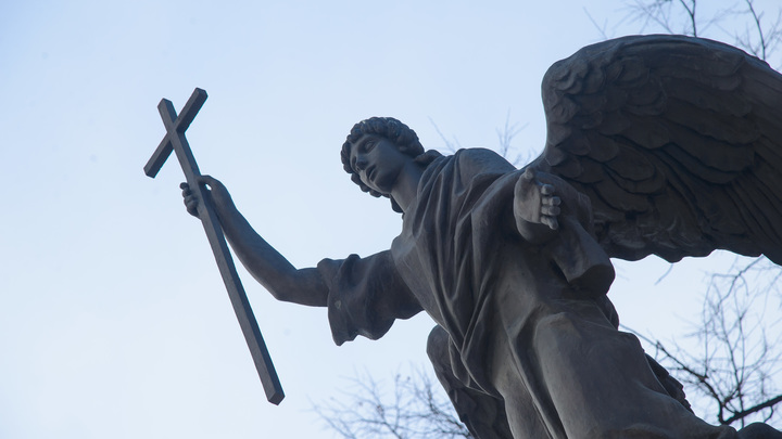 В центре Екатеринбурга планируют строить три храма. На общественные слушания пришёл один человек