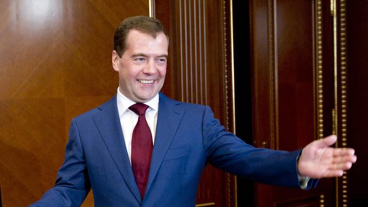 Дмитрий Анатольевич шутит: Медведев ответил пользователям Сети всего одним словом