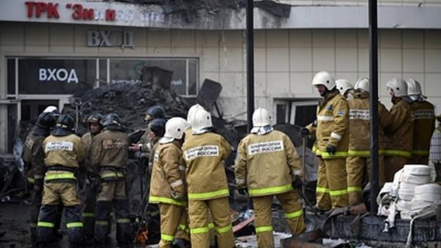 Работа МЧС по минутам: В соцсетях раскритиковали пожарных, потерявших час на спасение запертых в ТЦ