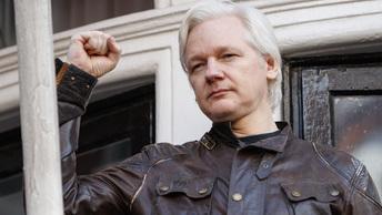Создатель WikiLeaks отправил шифрованное сообщение, намекающее на его экстрадицию в США