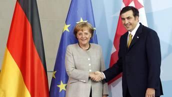 Подруга по переписке: Саакашвили угрожает Ангеле Меркель