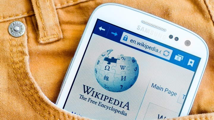 Сколько зарабатывают YouTube и Wikipedia на распространении дезинформации