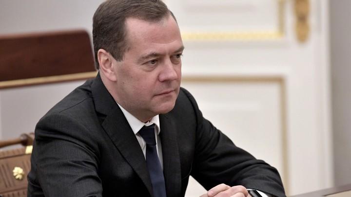 Цель заседания другая: Медведев объяснил, почему прервал речь главы РЖД - видео