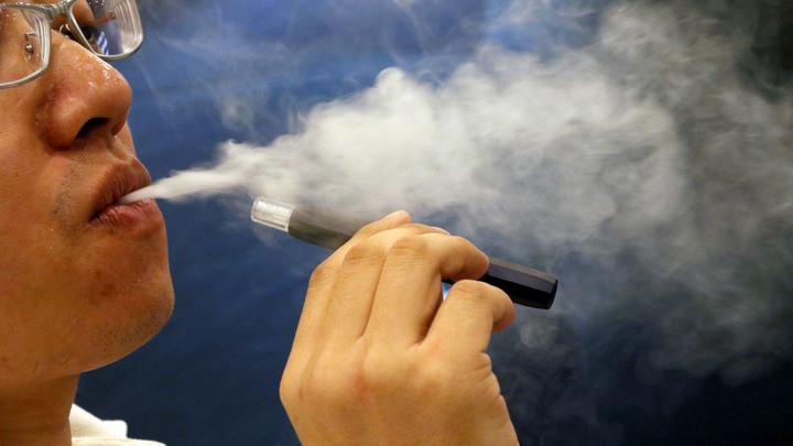 Как после газовой атаки: Врачи раскрыли, что происходит с легкими курильщика после вейпов