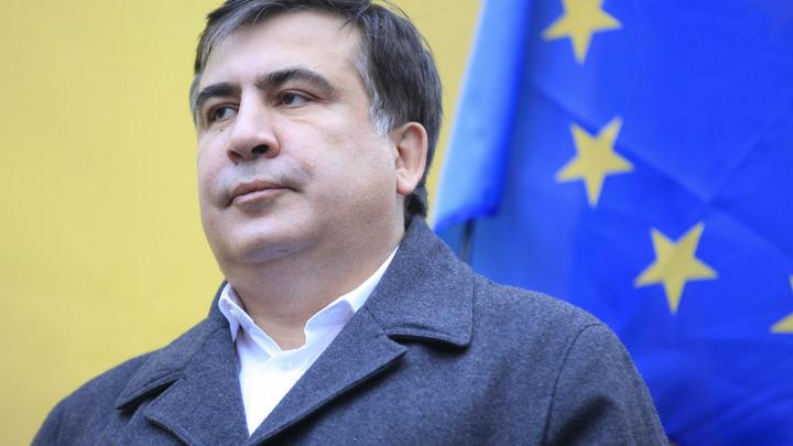 Толпа ликует: Саакашвили явился на митинг у здания Верховной рады