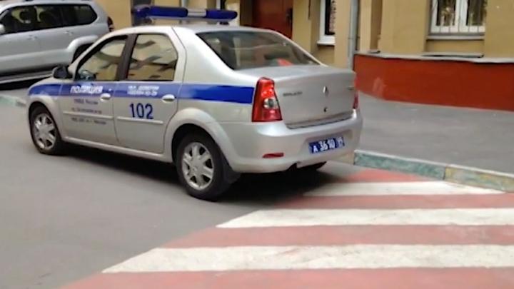 Mercedes с 8 подозреваемыми в стрельбе остановлен в центре Москвы