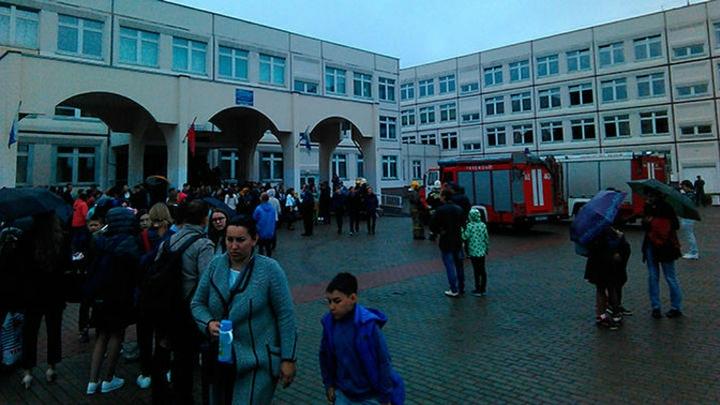 Стрелок из Ивантеевки долго готовился к нападению на школу: полное видео с камер наблюдения