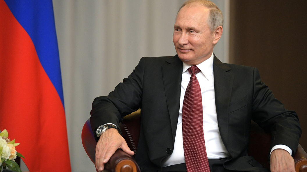Талисманы на удачу: Путину вручили футболку сборной Германии и статуэтку Яшина