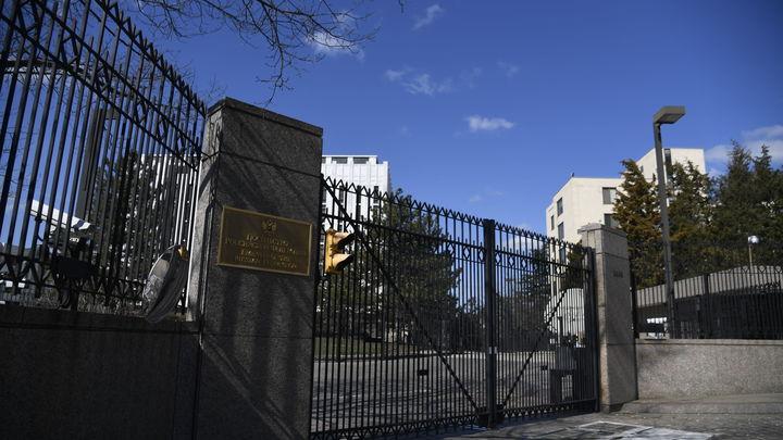 США пытаются взломать даже пристройку к резиденции консула - дипломат