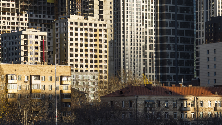 В Люберцах обнаженная женщина выпала с 15 этажа дома