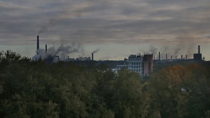 В Челябинске после выборов в воздухе стоит запах гари, горизонт черный — ФОТО
