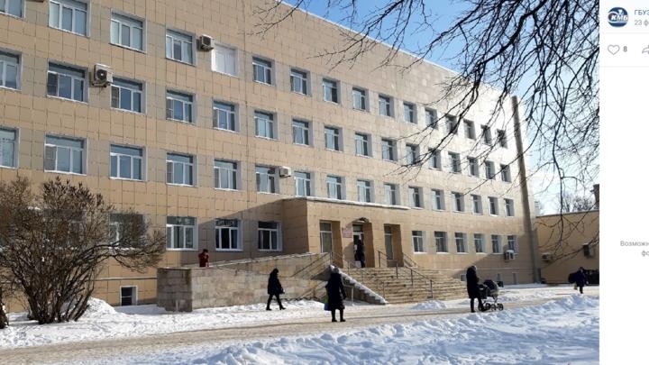 Коронавирус в Ленобласти на 26 февраля: 11 пунктов вакцинации и мемориал погибшим врачу и медсестре